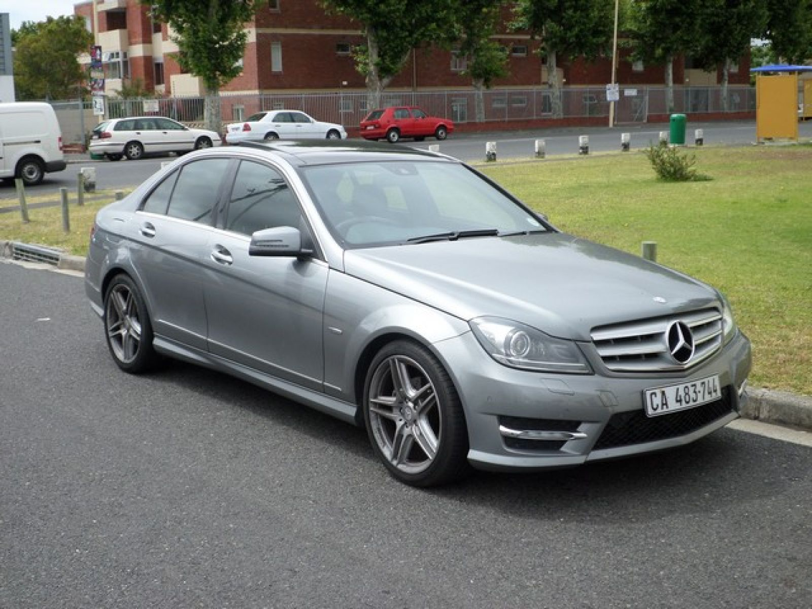 C class sedan c250 cdi be avantgarde a t specifications for Mercedes benz oil change interval