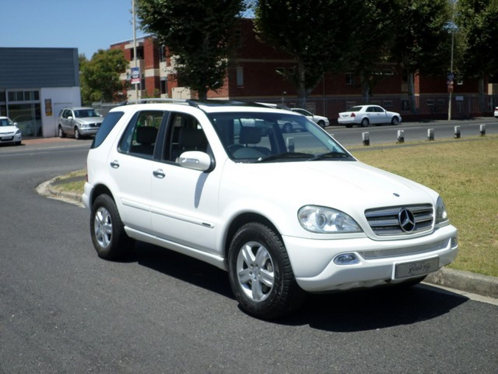 Ml ml350 specifications for Mercedes benz oil change interval