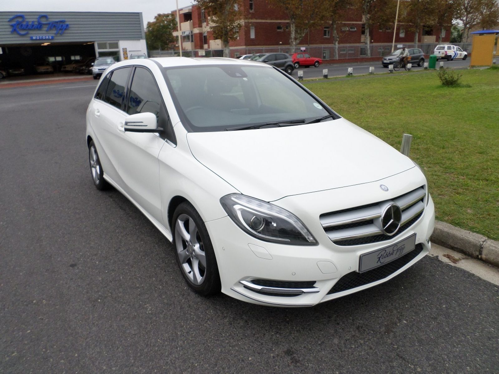 B class b250 be a t specifications for Mercedes benz roadside assistance phone number