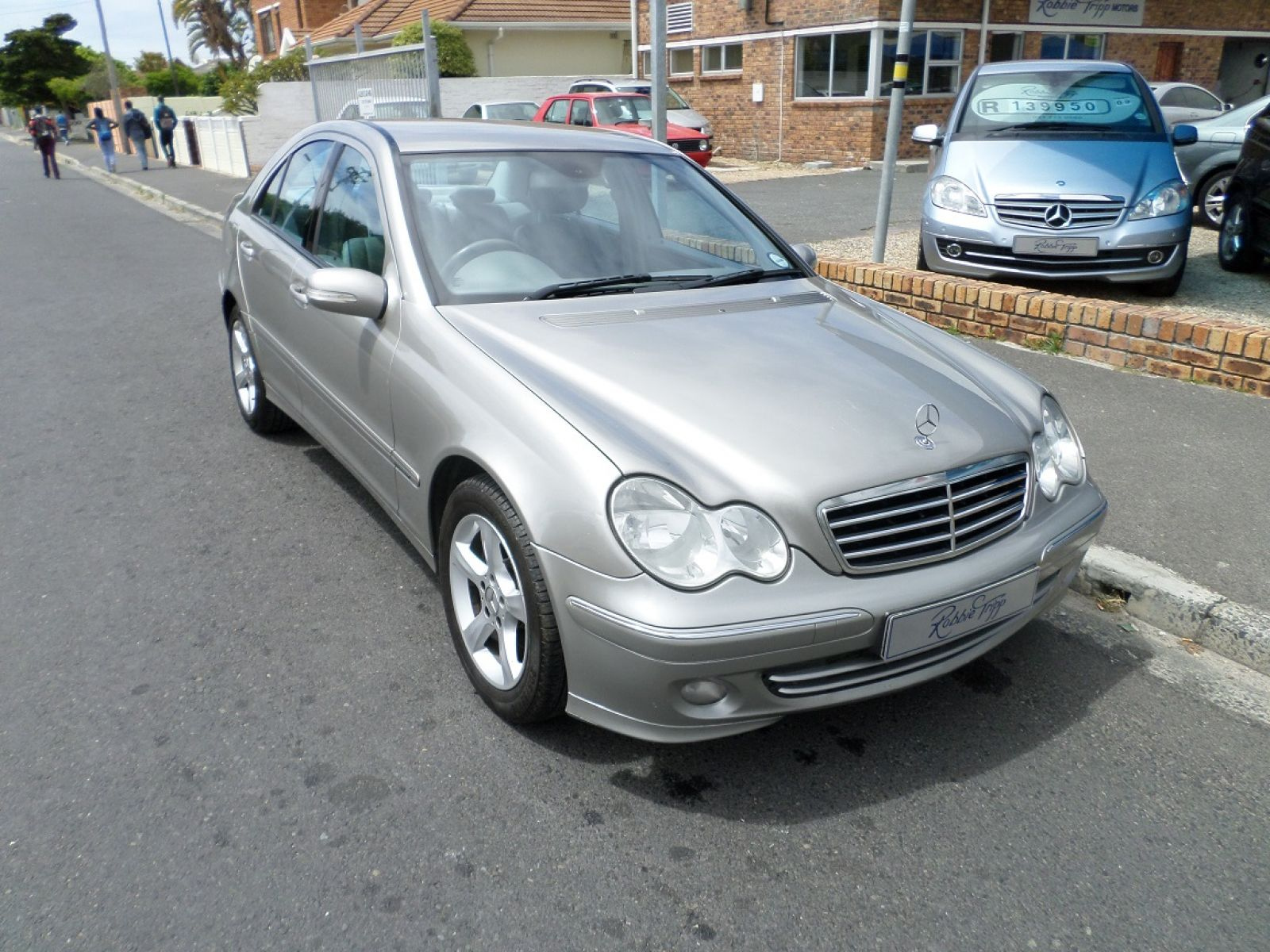 C class sedan c180k avantgarde a t specifications for Mercedes benz oil change interval